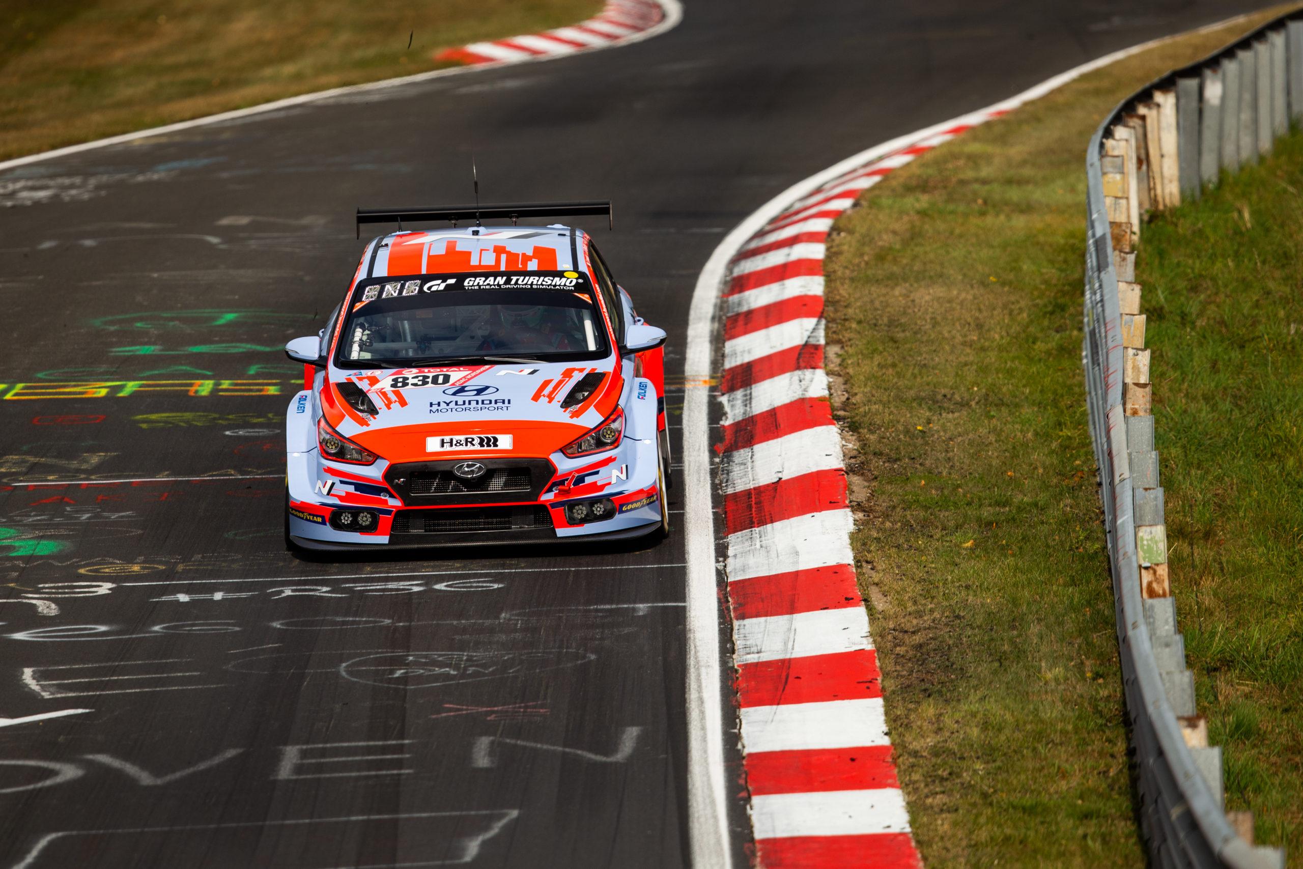 Hyundai Motorsport mit drei Rennwagen beim 24h-Rennen